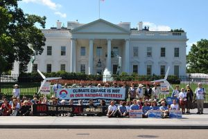 Protests_against_Keystone_XL_Pipeline_for_tar_sands_at_White_House%2C_2011